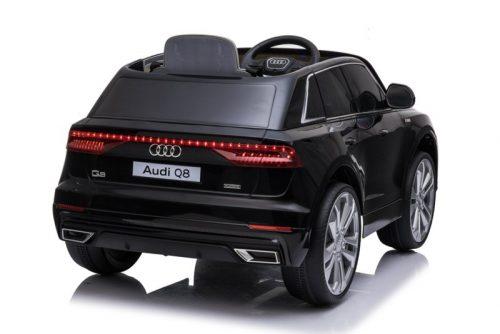 Audi Q8 Quattro S-LINE 12V - ZWART SoftStart, Multimedia